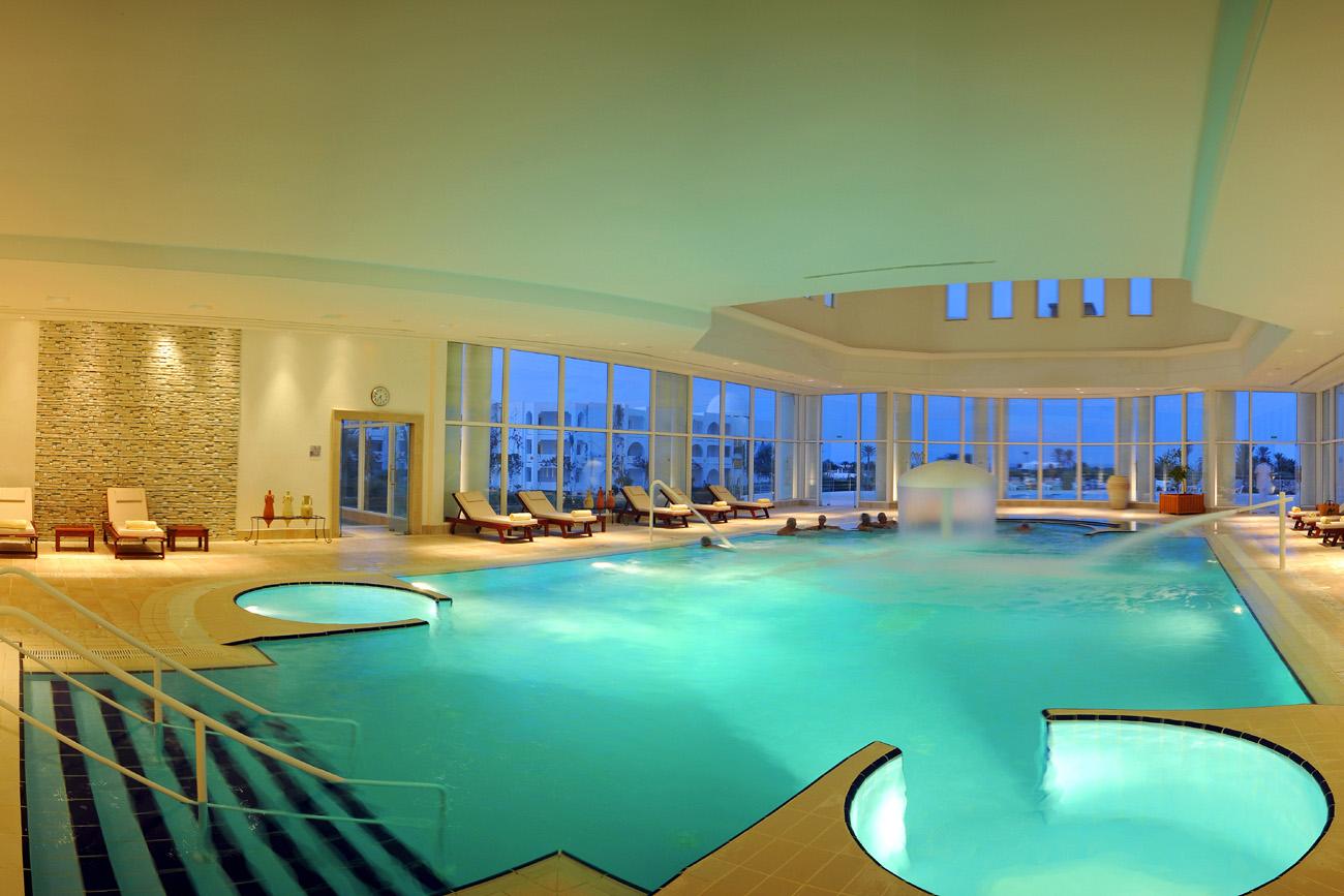 H tel djerba plaza thalasso spa 4 voyage tunisie for Hotel la bourboule avec piscine